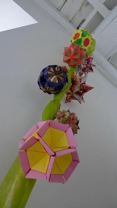 Kusudamy - papierowe kule - wystawa